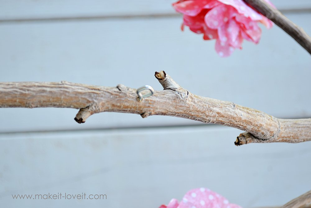 baby mobile from a branch - tutorial (28)