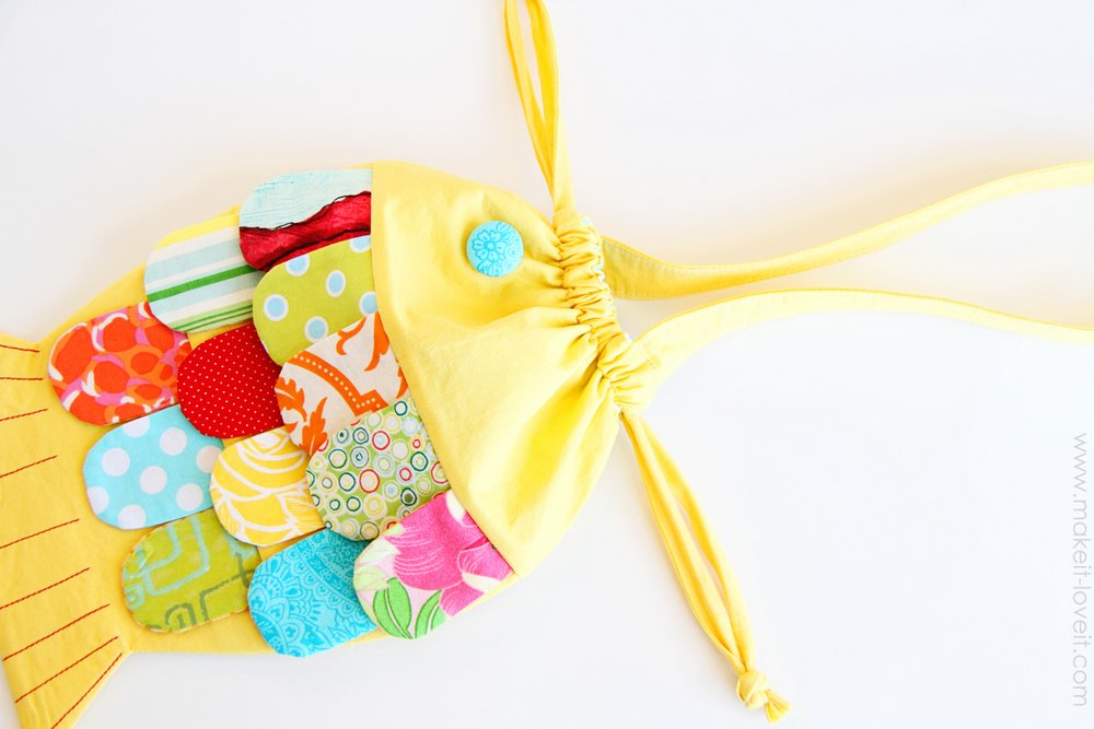DIY Fabric Fishy Purse...with drawstring closure (pattern pieces included)   via Make It and Love It