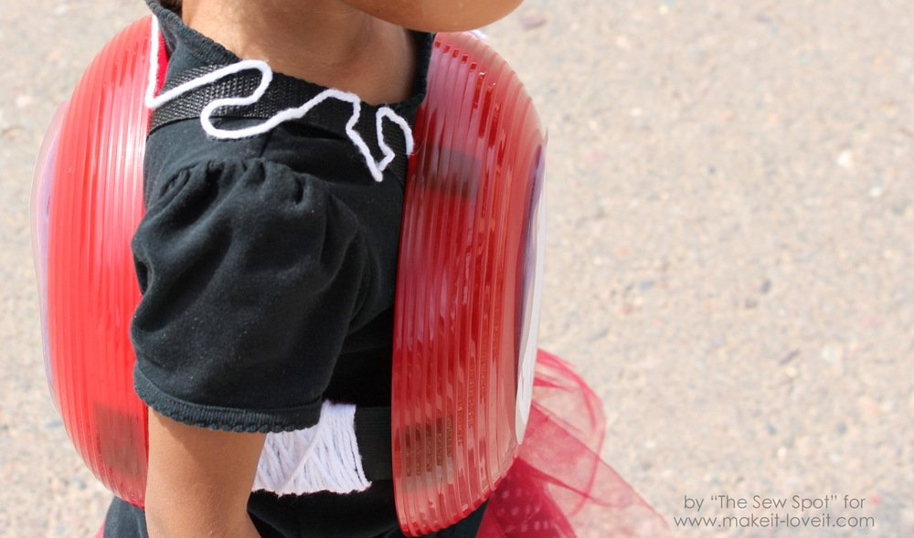 DIY Yo-Yo Costume...a gender neutral costume that's pretty simple to put together.   via Make It and Love It