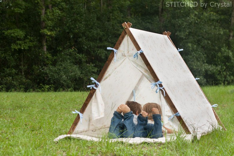 a-collapsible-frame-fabric-play-tent-2