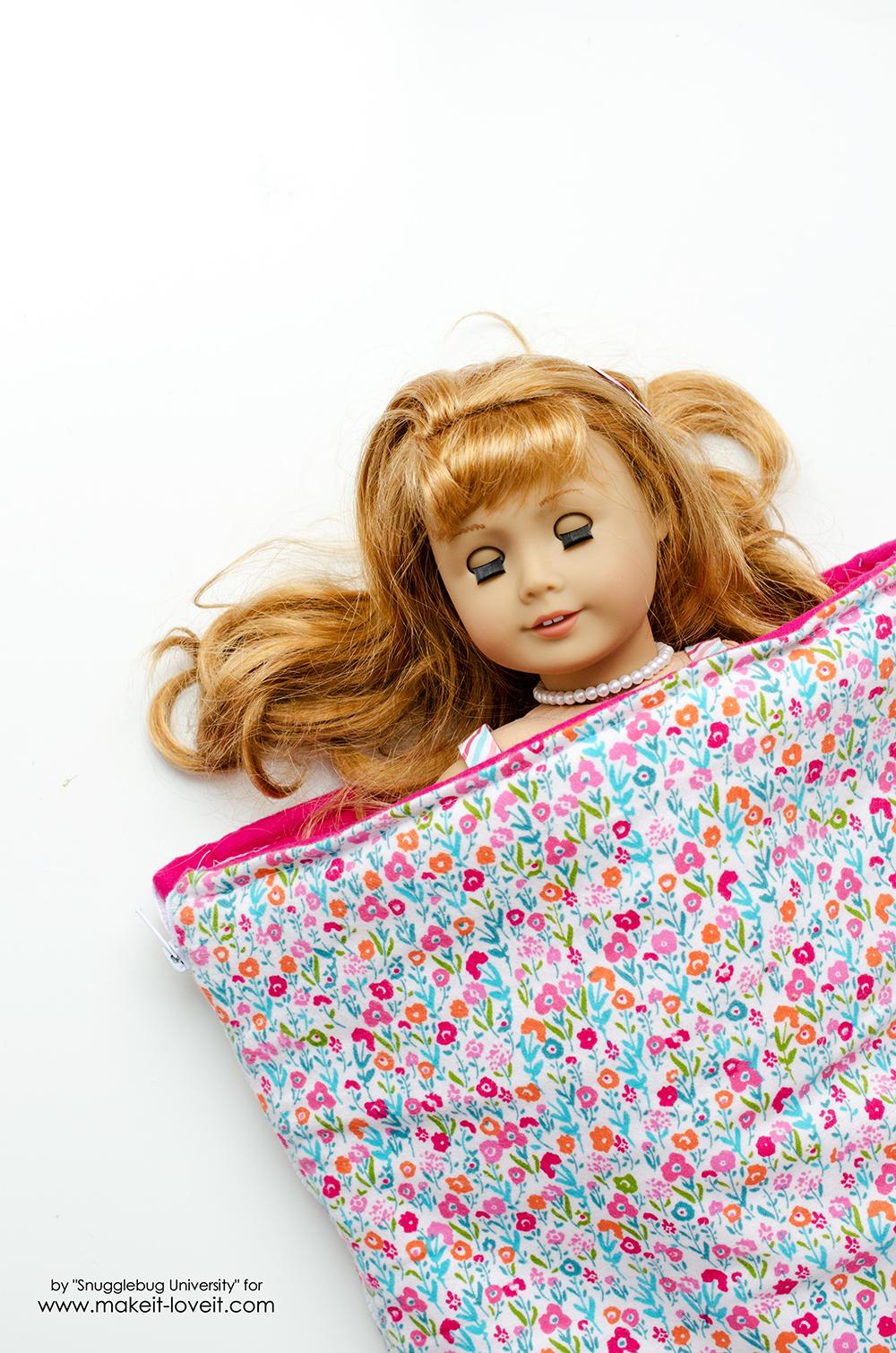 Sew a Sleeping Bag for an 18 Inch Doll | via makeit-loveit.com