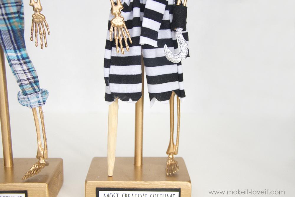 Halloween costume awards - most creative award